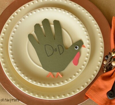 Irresistible hands! A fun way to let the kids help with Thanksgiving plus a keepsake! Grandma will love these!