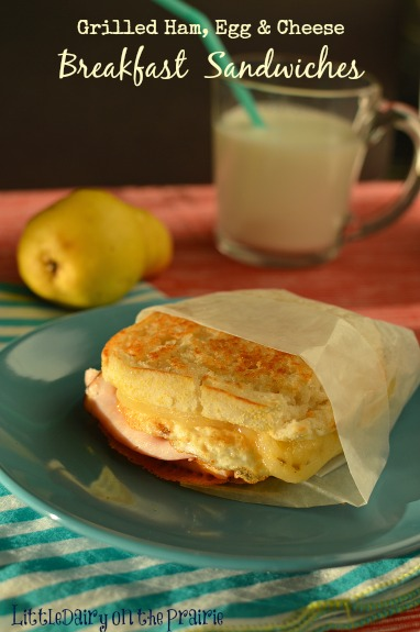 What A hearty breakfast that can be made in one pan in about 15 minutes! This is what I need!