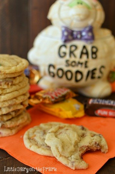 Candy Bar Sugar Cookies are one of my favorite ways to clean up all the leftover Halloween candy!  Little Dairy on the Prairie