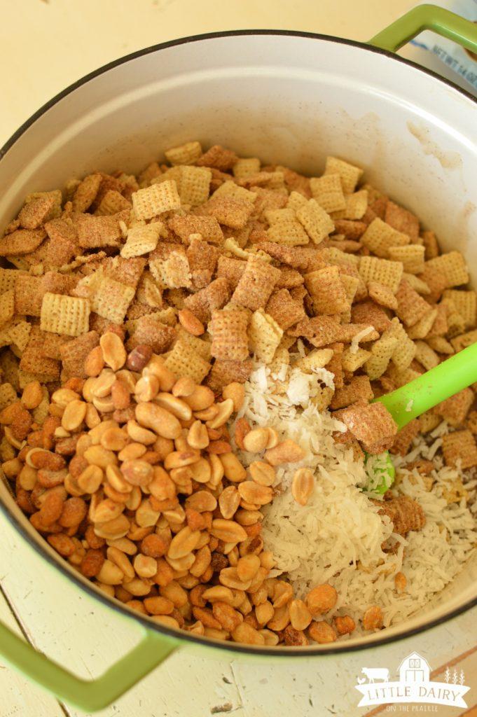 pumpkin-spice-caramel-chex-mix-3