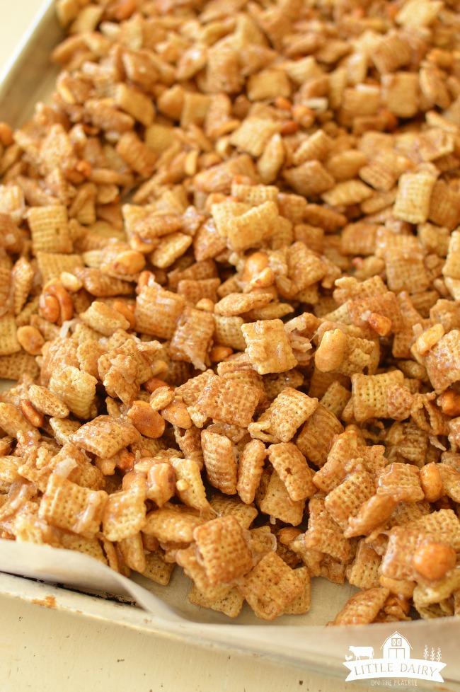 pumpkin-spice-caramel-chex-mix-4
