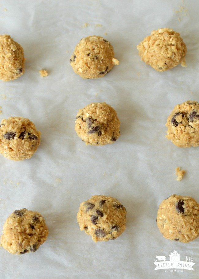 deluxe-chocolate-chip-cookies-2