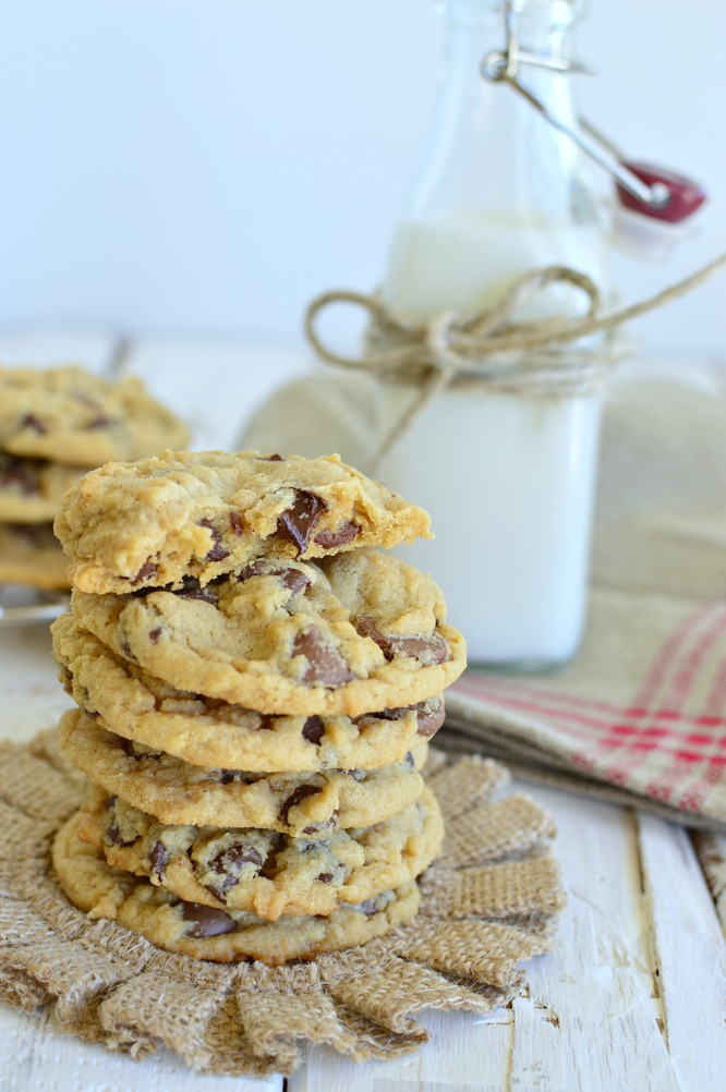 peanut butter chocolate chip cookies - crispy on the edges and soft on the inside