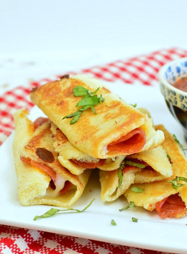 Grilled Cheese Pizza Rollups! Skip ordering pizza and make these instead!