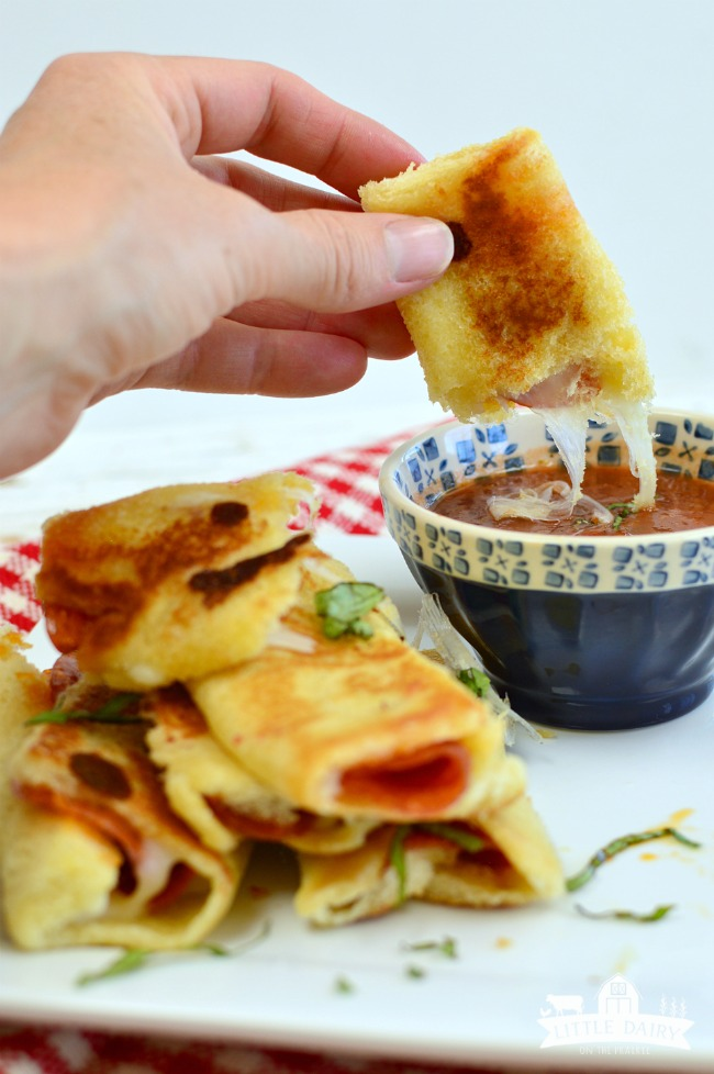 Grilled Cheese Pizza Rollups #pepperoni