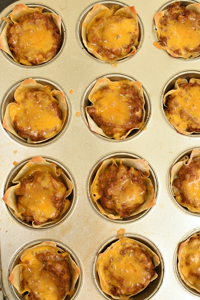 Wonton Burrito Cups only have 5 ingredients, are quick to make, are a great on the go dinner, and awesome for parties!