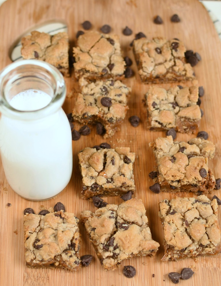 Caramel Filled Chocolate Chip Cookie Bars-featured image