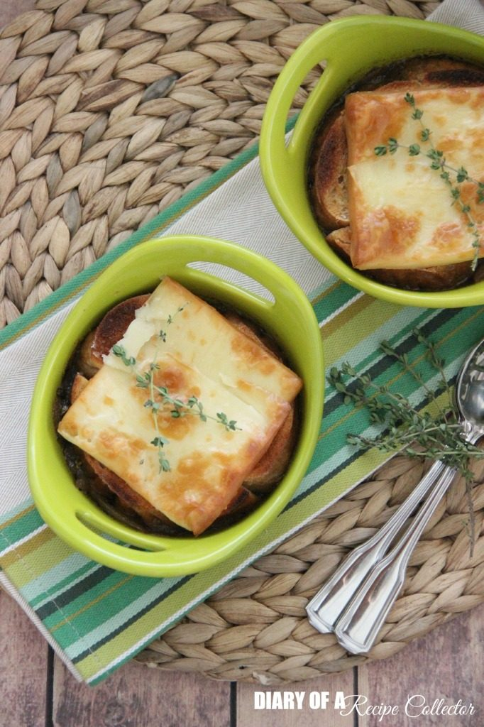 a green bowl slow cooker french onion soup with cheese bread