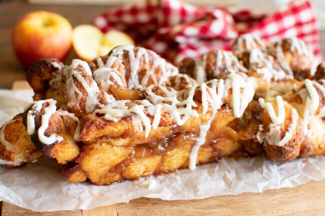 apple monkey bread with vanilla frosting