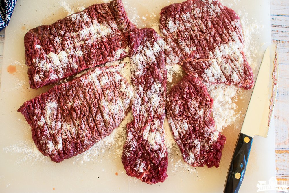 an image showing how to tenderize cube steaks with flour